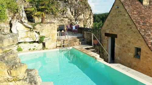 High Quality Romantic Stone House Enjoying Breathtaking Views Over The Dordogne River  And Private Heated Pool. High Quality Property With Lots Of Charm And  Abundance Of ...