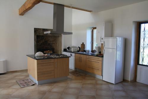 Location p rigord c nac et saint julien pour 6 personnes for Ilot central cuisine 6 personnes