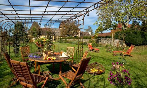 Gite Rental Perigord Le Buisson De Cadouin For 8 Personnes