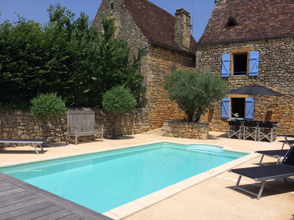 the house viewed from the bastide rempart - Location Gite Dordogne Avec Piscine