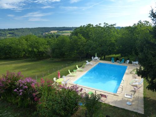 Location vacances dordogne perigord noir sarlat maisons for Caravelle piscine