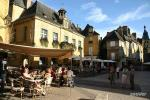 Les Eyzies de Tayac - a lively village with shops and restaurants